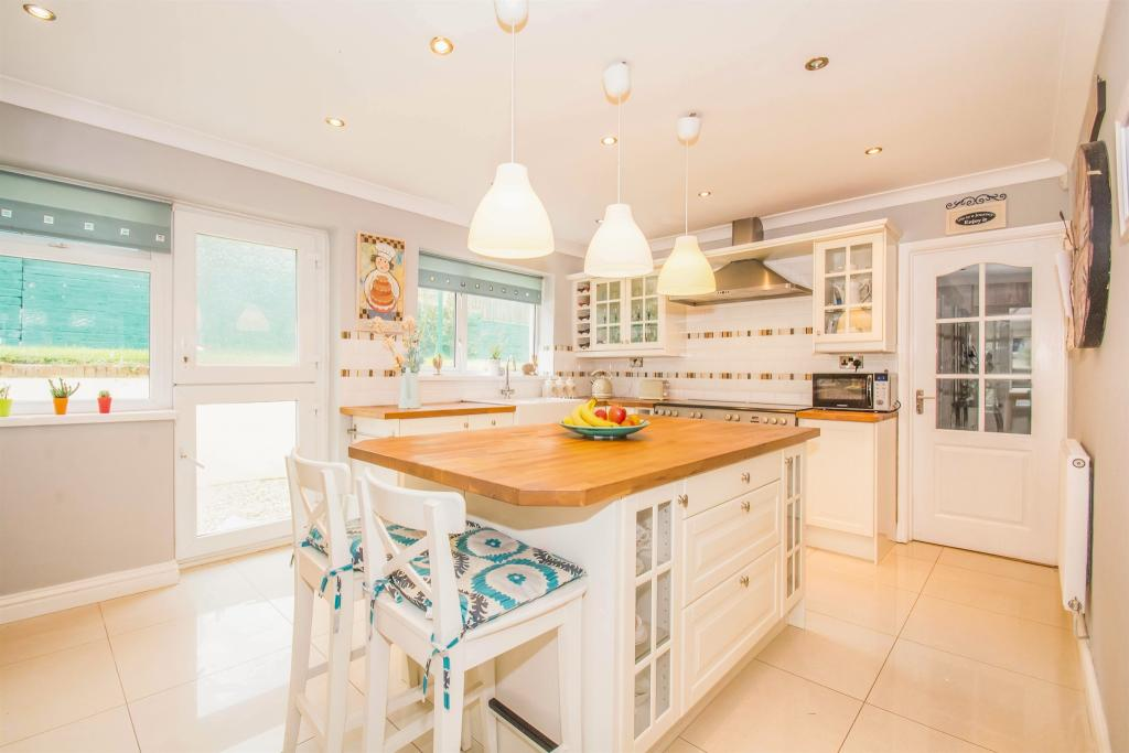 Kitchen/family Sitting Room
