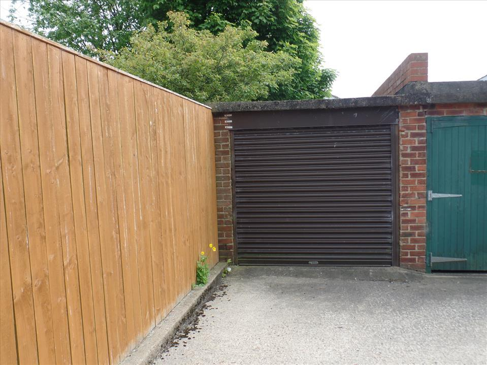 GARAGE in block