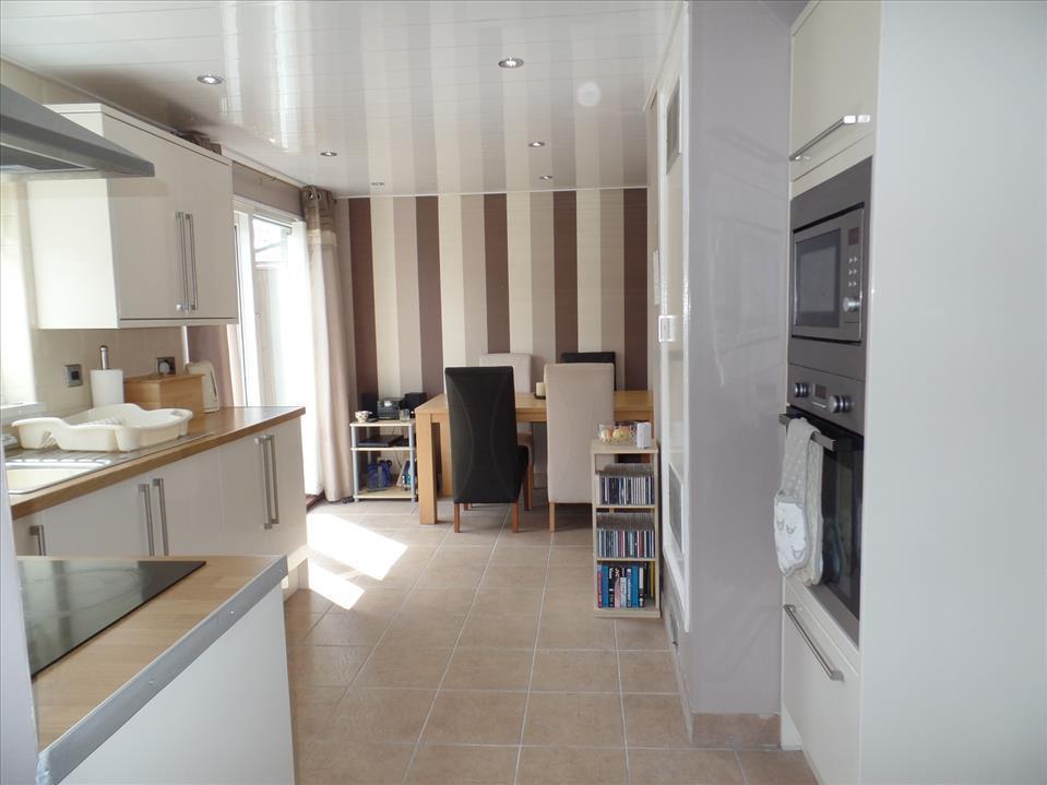 ADDITIONAL kitchen/breakfast room photo