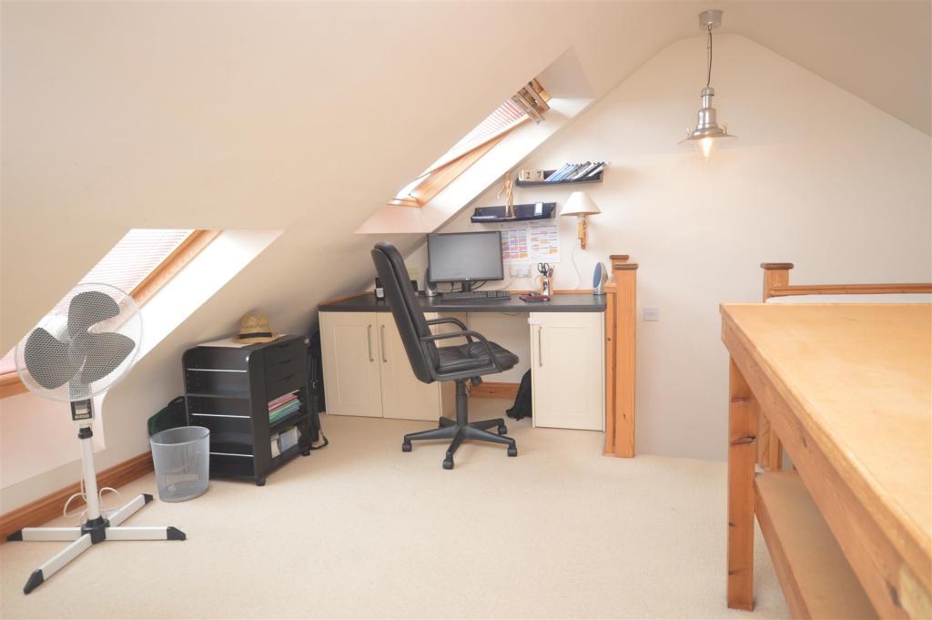 Top Floor Bedroom 4