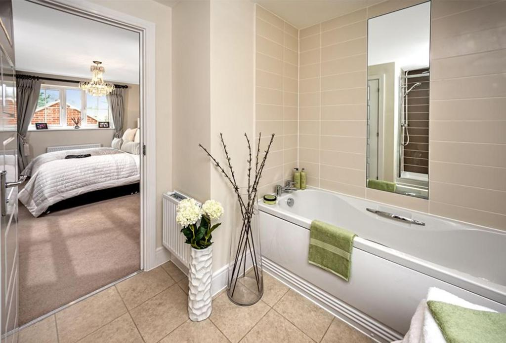 Previous Warwick Show Home En Suite