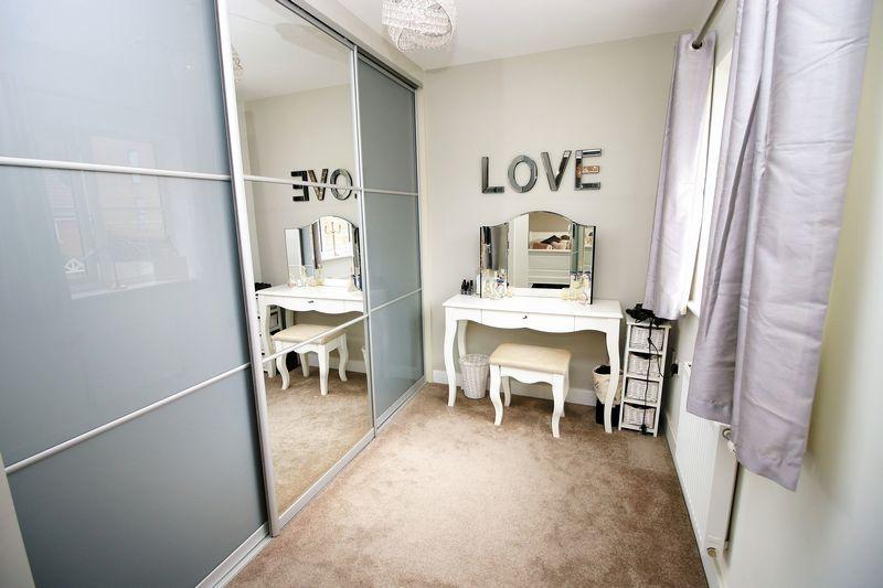 Bedroom/Dressi...
