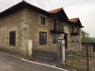 Detached Villa for sale in Reocin, Santander...