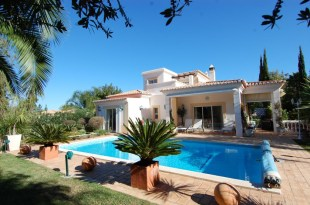 3 bed Link Detached House in Algarve, Carvoeiro