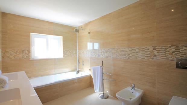 En-suite to front bedroom