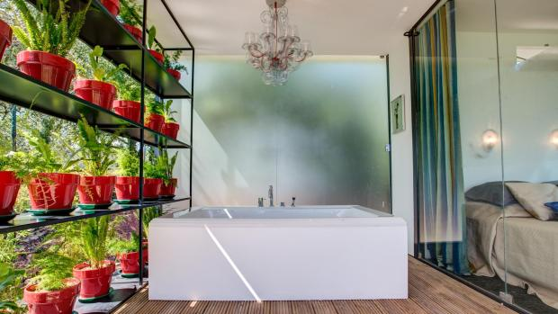 Annex soaker tub