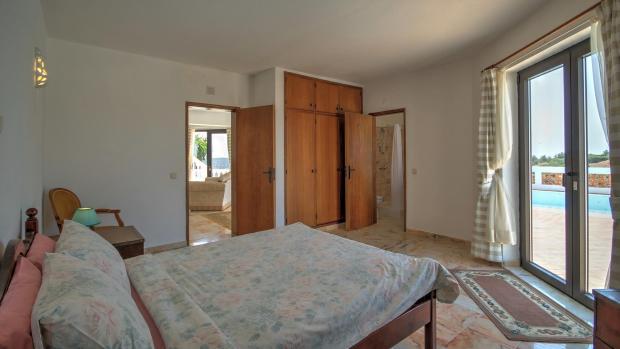 4th Bedroom (with en-suite)