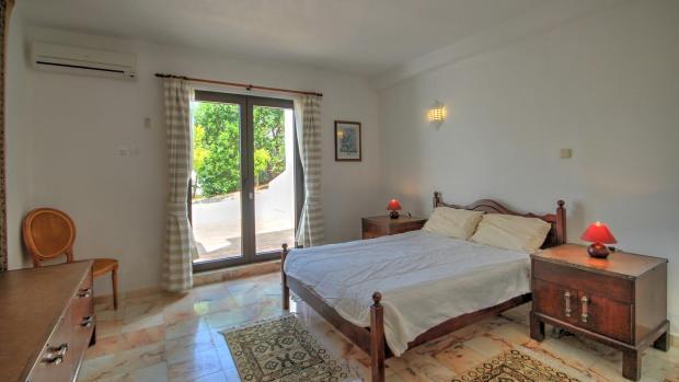 5th Bedroom (lower floor)