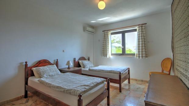 6th bedroom (lower floor)