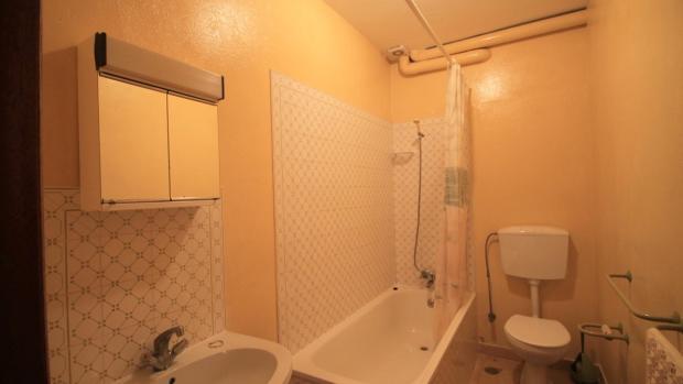 family bathroom apartment 4