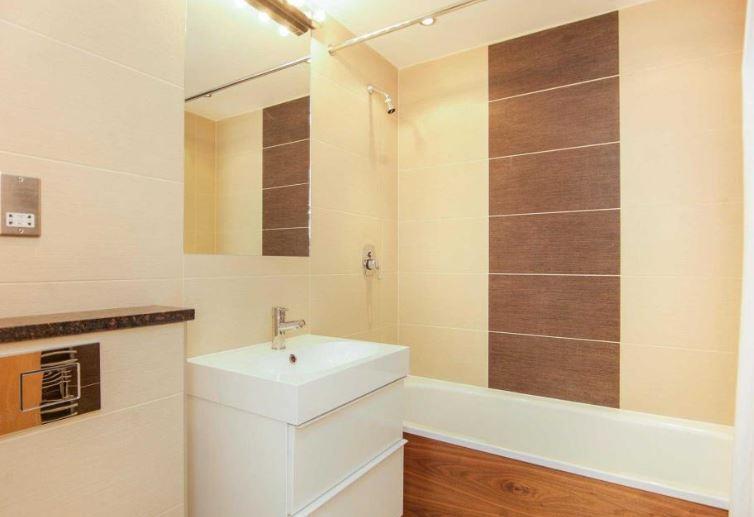 saxon 11 bathroo.JPG