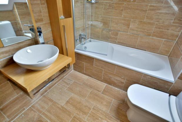 En-suite shower/bathroom