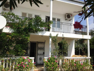 3 bed property for sale in Bar