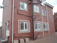 1 bedroom Flat to rent in Cemetery Road, Woodlands...