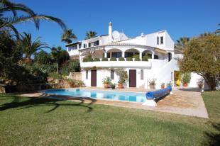 3 bed Villa for sale in Carvoeiro, Algarve