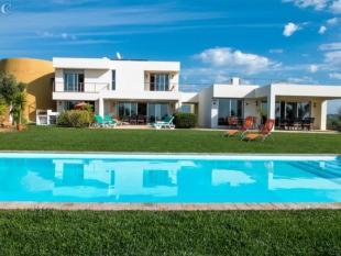 Olh�o Villa for sale