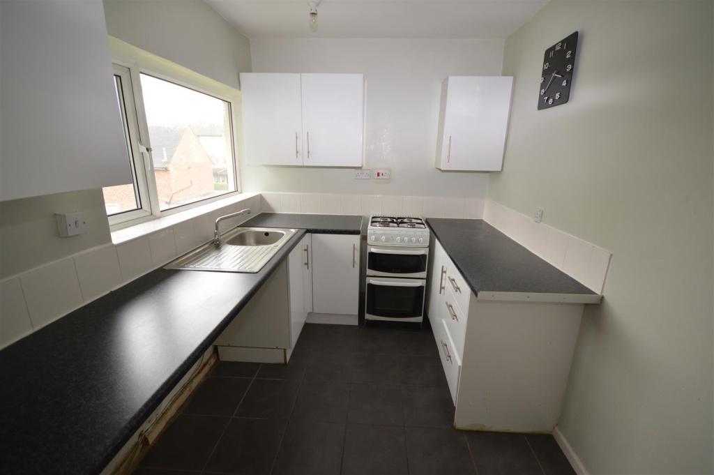 11) kitchen.JPG