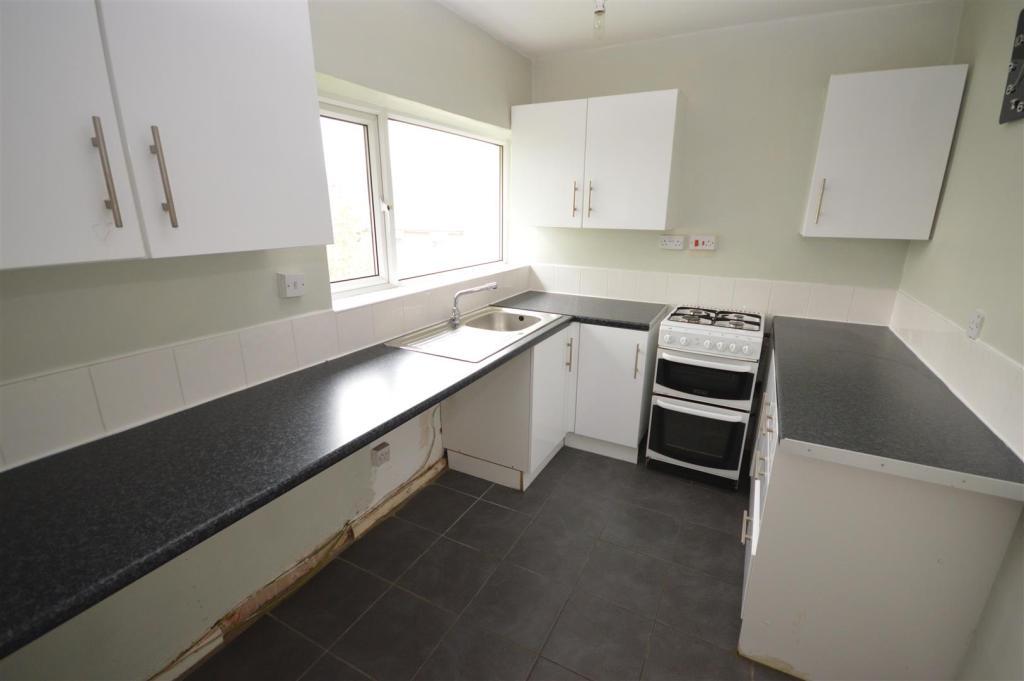 12) kitchen.JPG