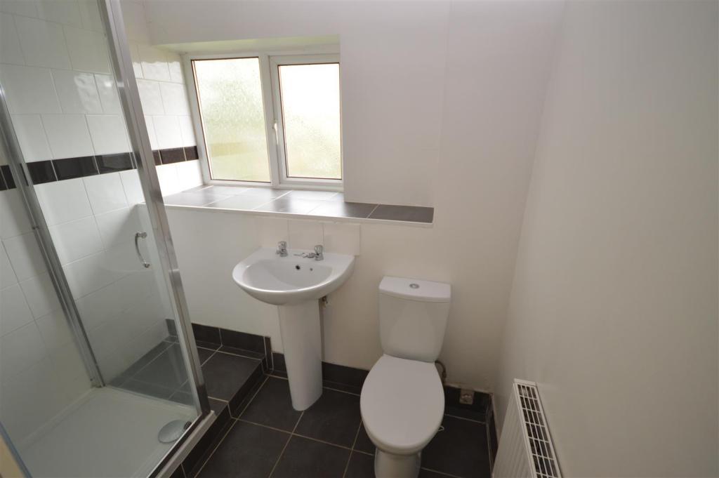 20) shower room.JPG