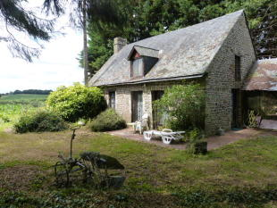 2 bedroom Detached house in Gorron, Mayenne...