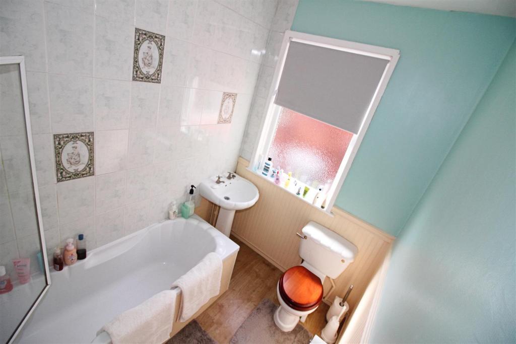 Bathroom / W.C