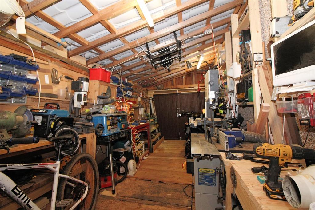 Garage / Workshop /