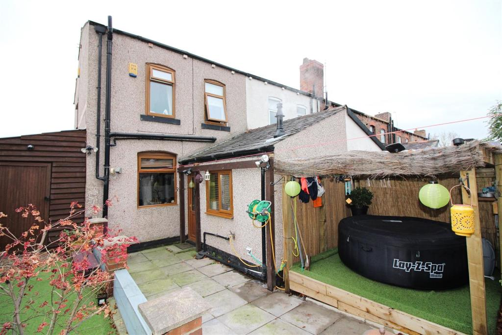 Man Cave Wigan : Bedroom end of terrace house for sale in netherby road