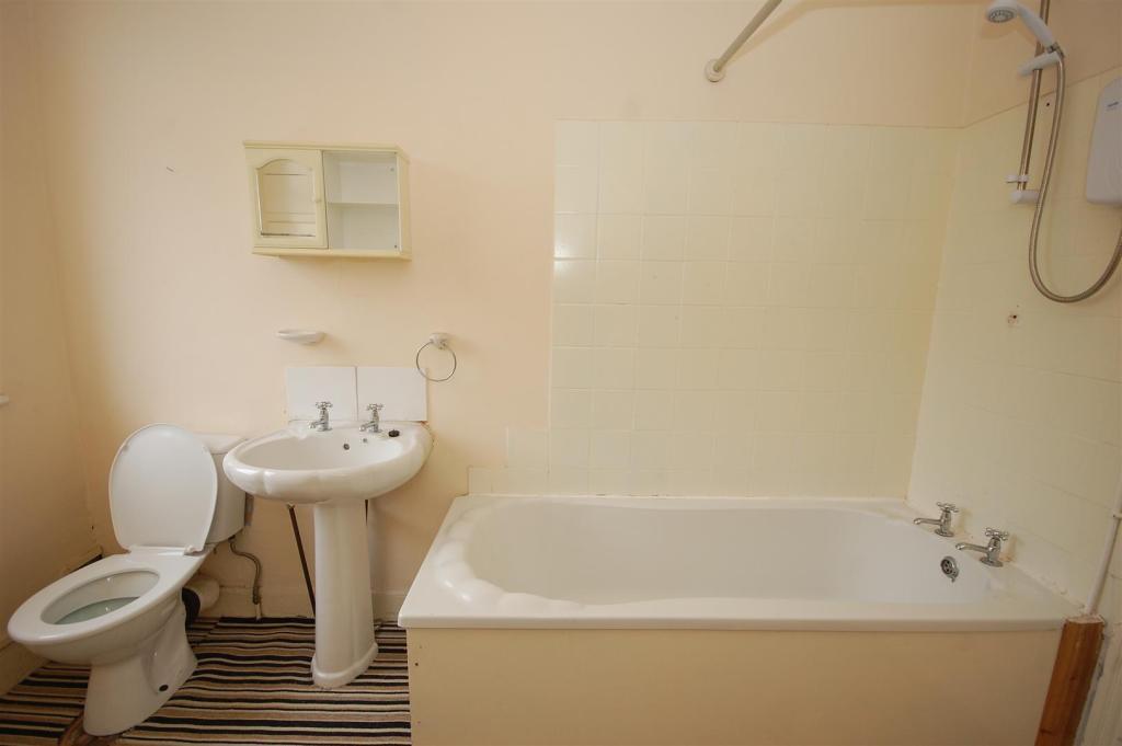 Gordon bathroom.jpg