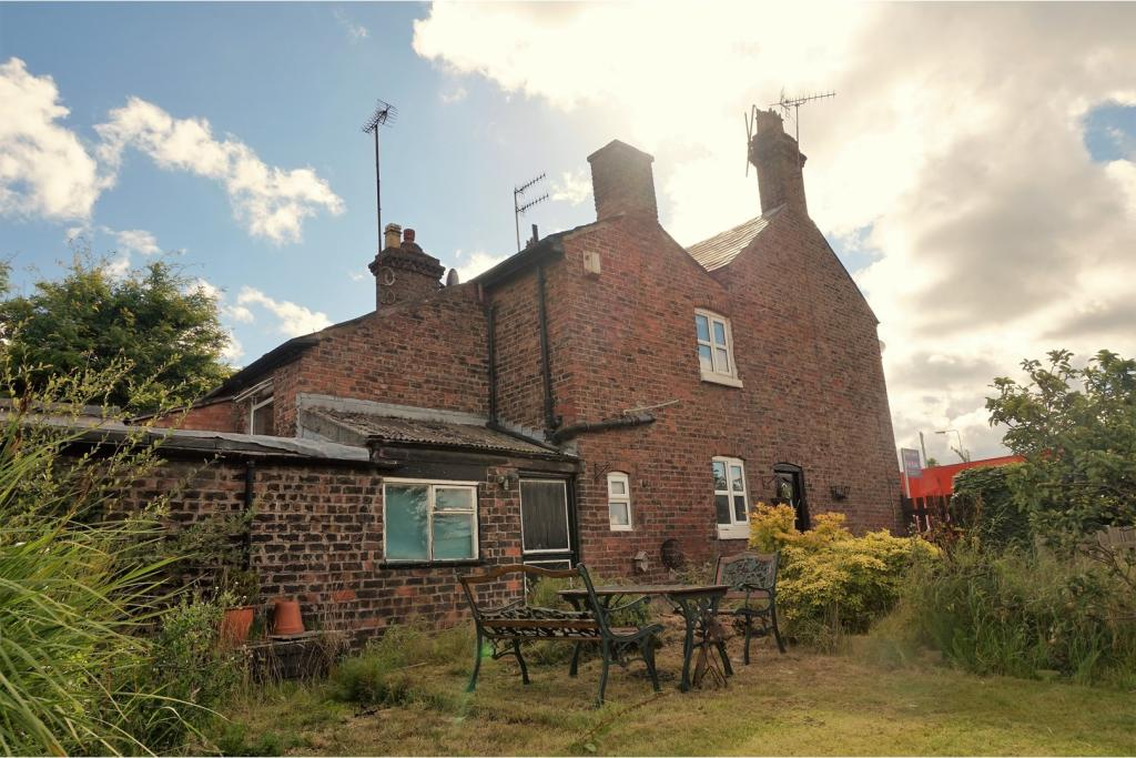 2 bedroom cottage for sale in deysbrook lane liverpool for Furniture 66 long lane liverpool