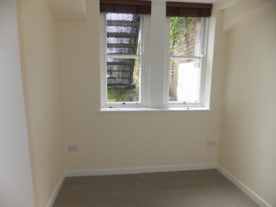 2 bedroom flat to rent in kingsway hove bn3 4fd bn3 for Bathroom design 7x12