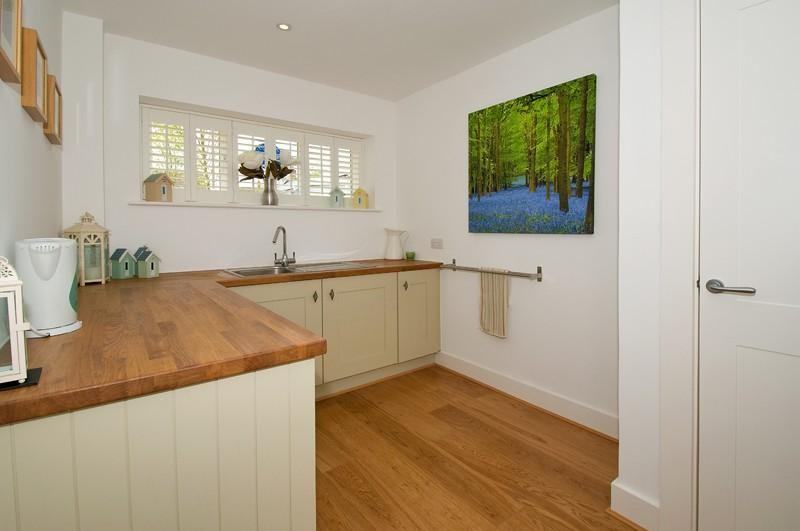 5 bedroom detached house for sale in keepers court oaks for Utility rooms uk