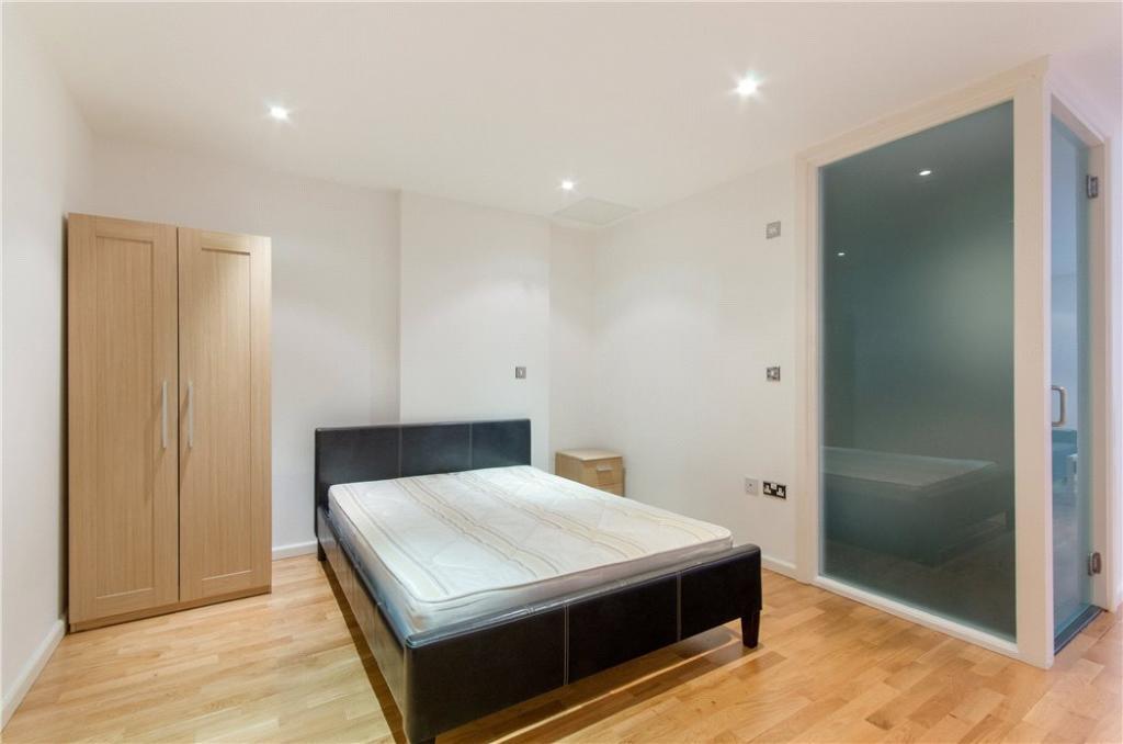 Bedroom: E14 Flat
