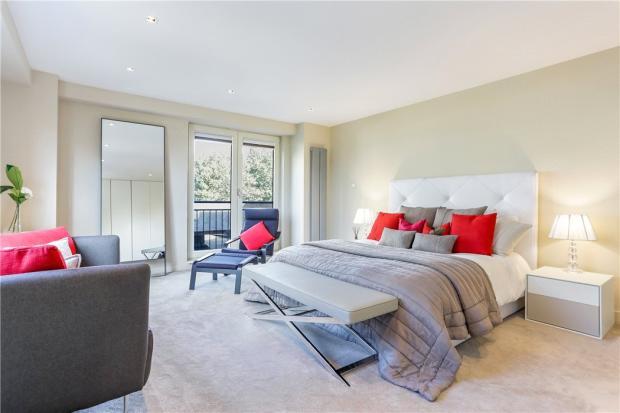 E14 Flat: Bedroom