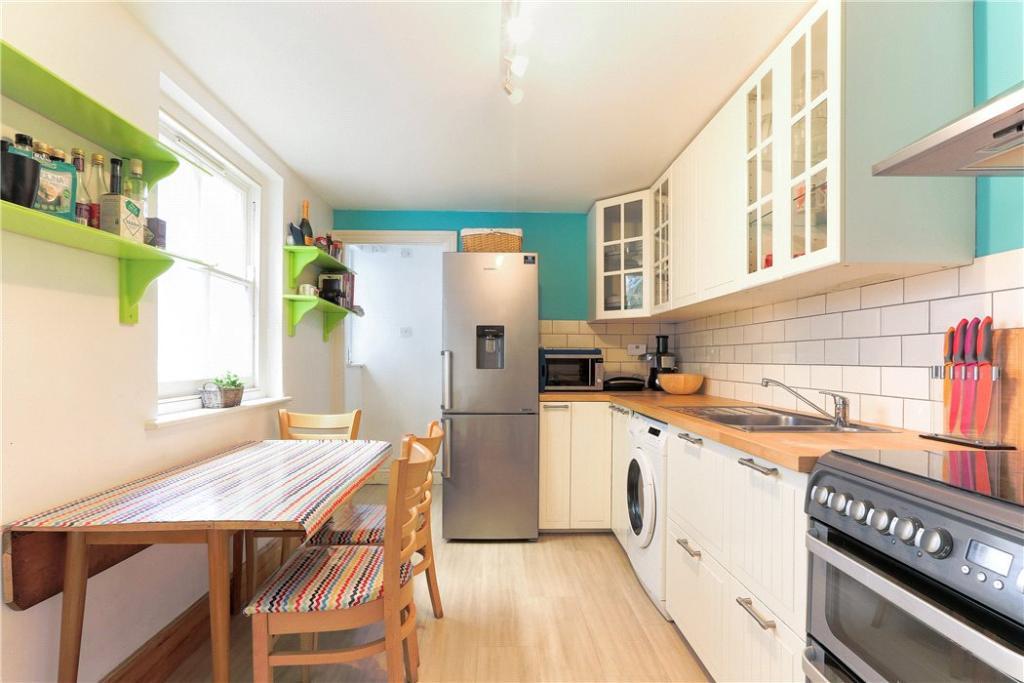 E3 House: Kitchen
