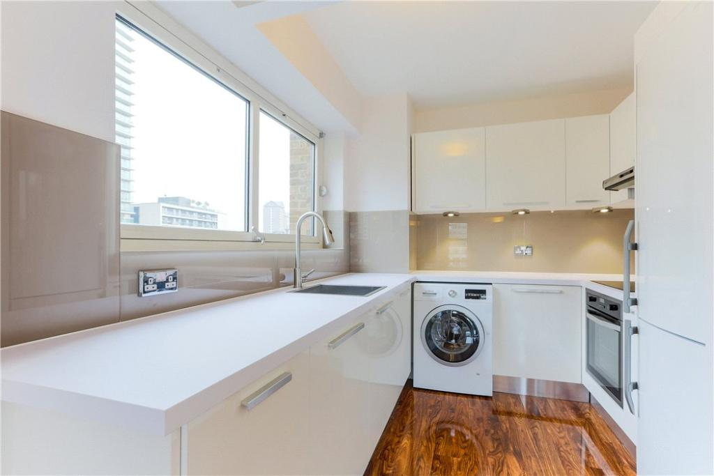 E14 Flat: Kitchen
