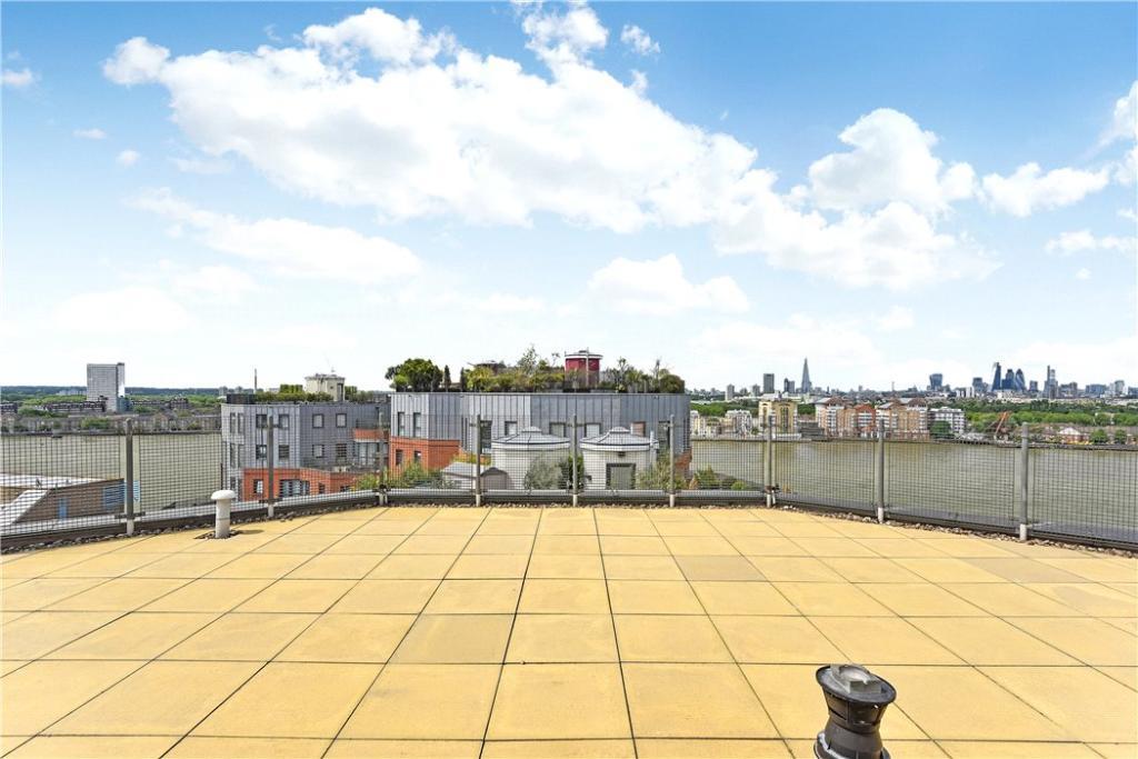 E14 Flat: Terrace