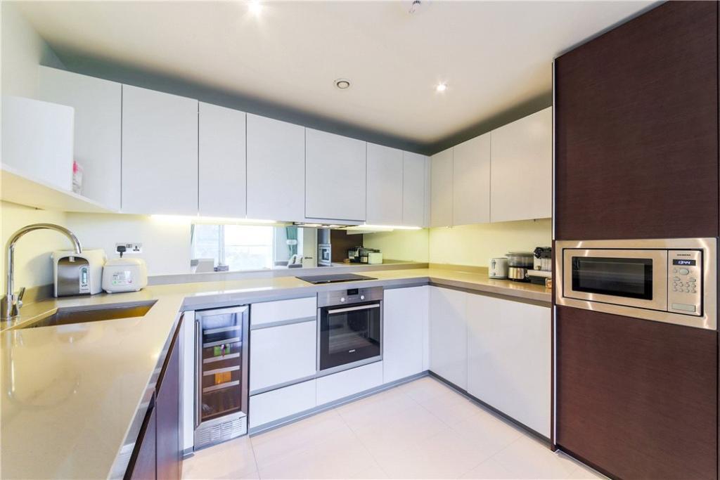 E14 Flat: Kitchen