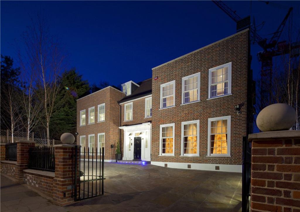 Hampstead: Exterior