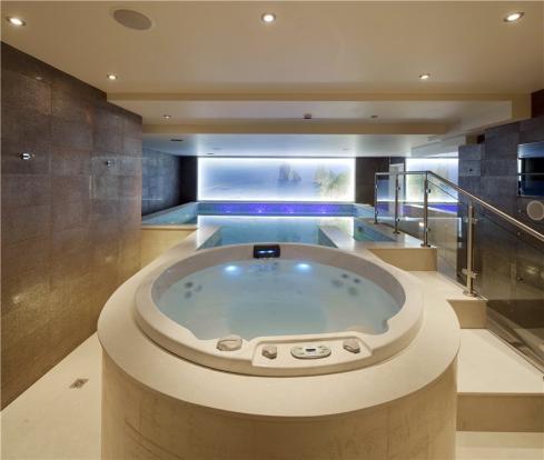 Hampstead: Pool Area
