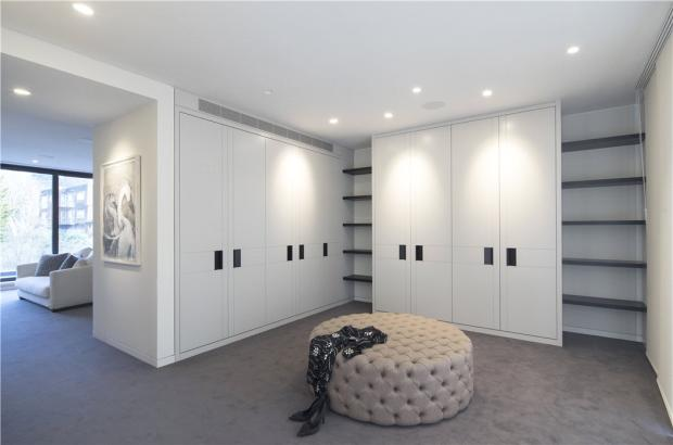 Dressing Room, Nw3