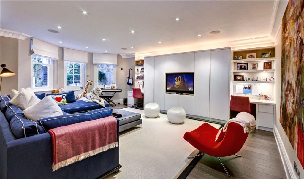 Hampstead: Tv Room