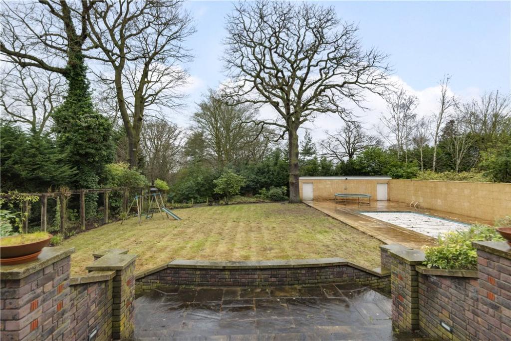 Highgate: Garden 2