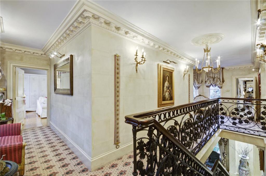 Hallway, Nw3