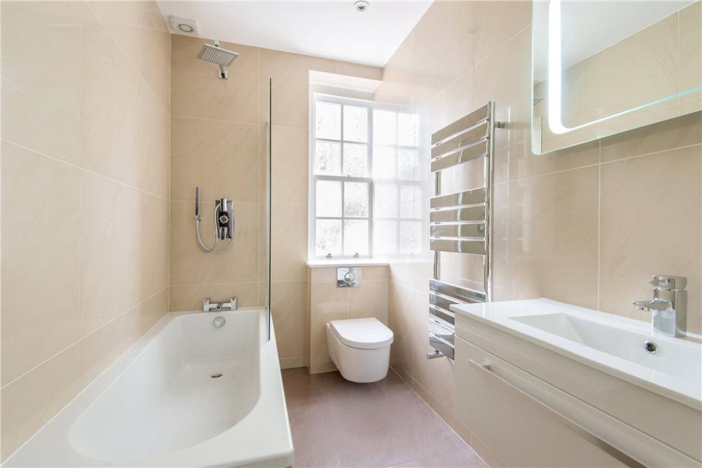 Hampstead: Bathroom