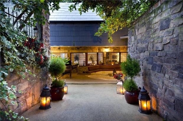 Hampstead: Entrance