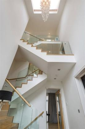 Staircase, Nw3