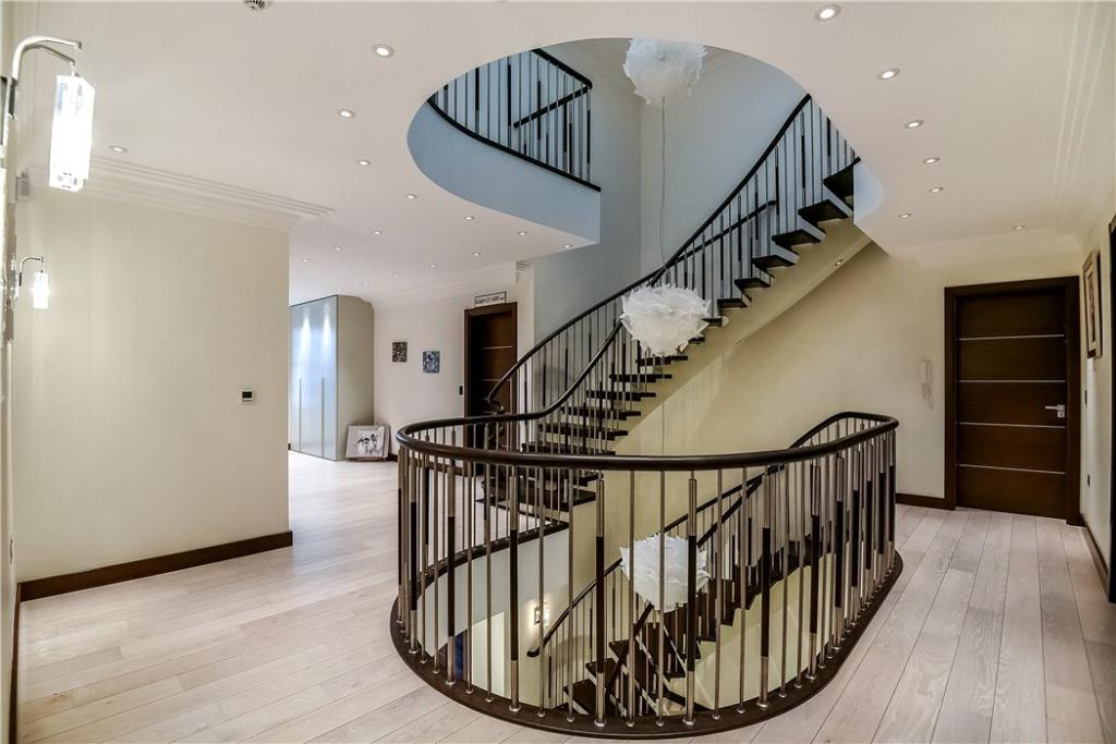 Staircase, Nw7
