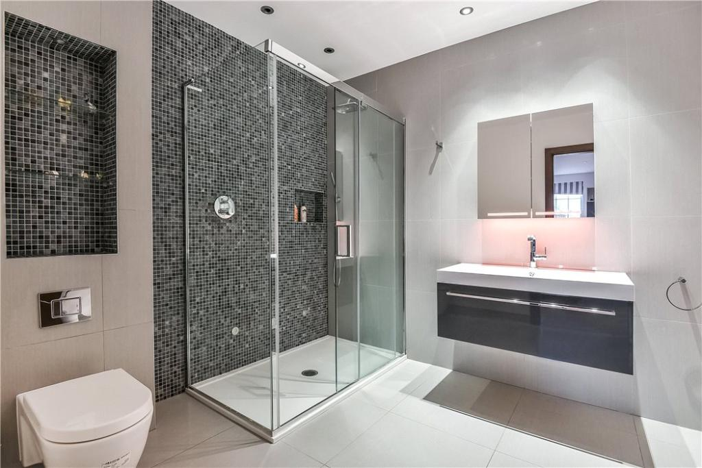 Shower Room, Nw7