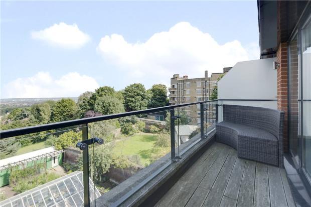 Highgate: Balcony 2