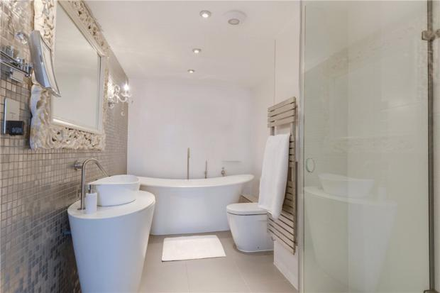 Highgate: Bathroom